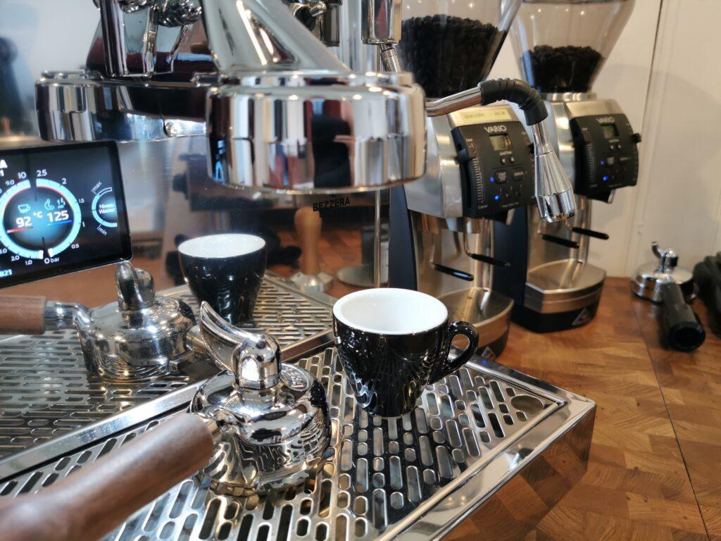Read more about the article Verbessere deinen Kaffee zu Hause in wenigen Schritten